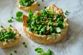 Francuska tarta z twarożkiem i zielonymi warzywami