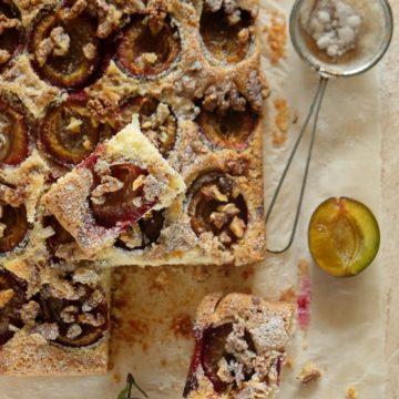 Ucierane ciasto ze śliwkami i orzechami włoskimi (bez masła)