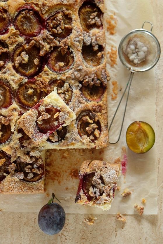 ciasto ucierane ze śliwkami i orzechami włoskimi