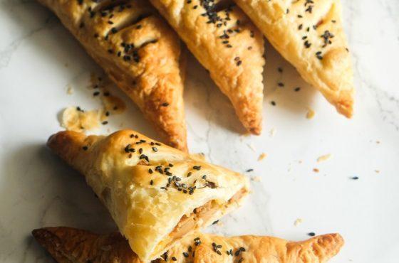 Francuskie rożki z kurkami, żółtym serem i orzechami włoskimi