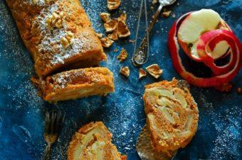 Rolada marchewkowa z jabłkami