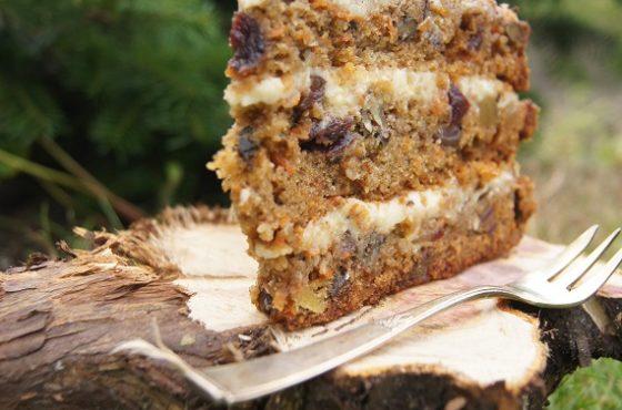 Tort marchewkowy z imbirem i daktylami oraz olejem rzepakowym