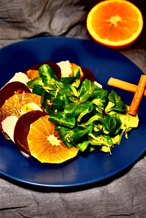 Jesienna sałatka z nutą cynamonu