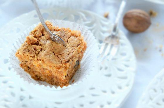 Ciasto marchewkowo-kokosowe z orzechami włoskimi