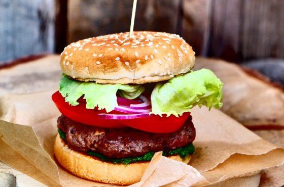 Hamburgery z pesto z jarmużu