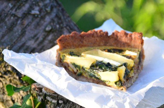Orzechowa tarta z prawdziwkami i camembertem