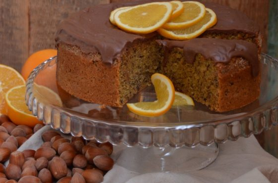 Ciasto orzechowo-pomarańczowe z polewą czekoladową