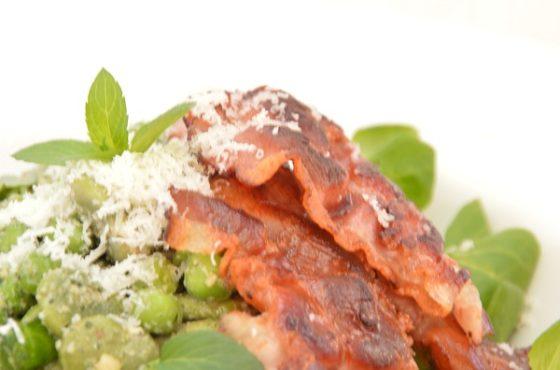 Sałatka z bobem i miętowym pesto