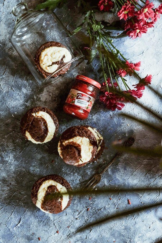 czekoladowe muffiny z twarożkiem