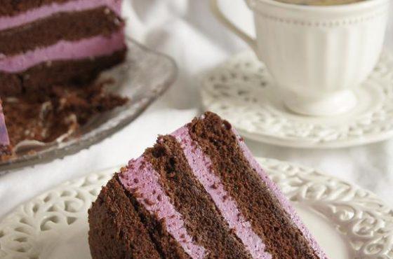 Tort czekoladowy z kremem jogurtowym z czarną porzeczką + nowy właściciel ekspresu Dolce gusto