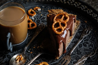 Sernik czekoladowy na paluszkowym spodzie