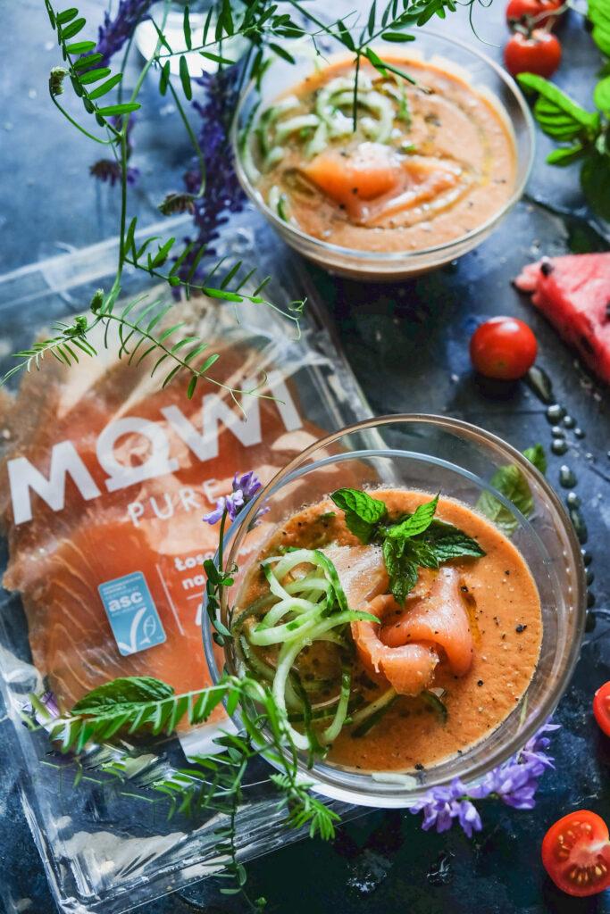 chłodniki pomidorowo-arbuzowy z łososiem